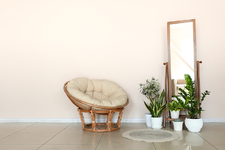 """Best Living Room Chairs for Back Pain6"""" width=""""720"""" height=""""480"""" srcset=""""https://chairthrone.com/wp-content/uploads/2019/02/Best-Living-Room-Chairs-for-Back-Pain3.jpg 720w, https://chairthrone.com/wp-content/uploads/2019/02/Best-Living-Room-Chairs-for-Back-Pain3-300x200.jpg 300w"""" sizes=""""(max-width: 720px) 100vw, 720px"""